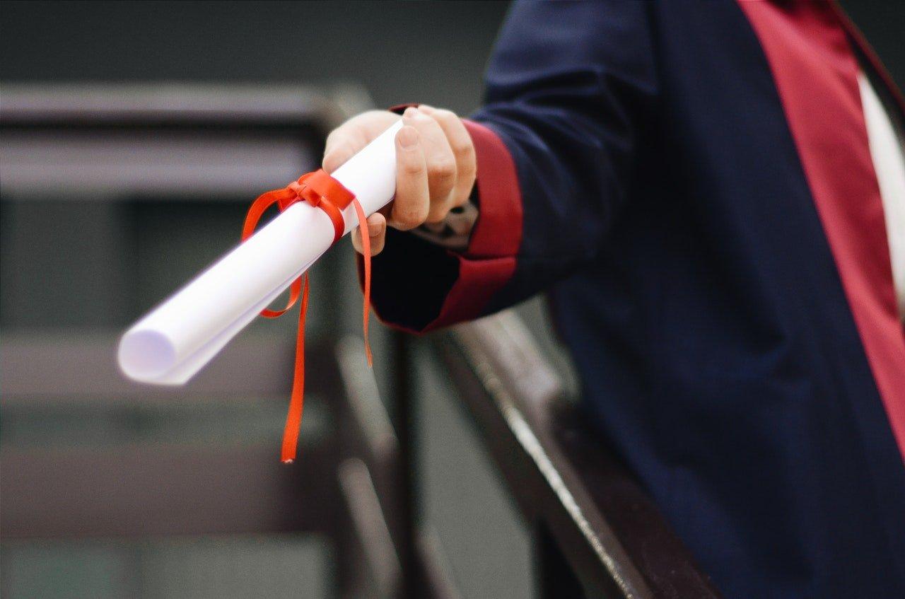 comunicado para la entrega de certificados a la generación 2017-2020